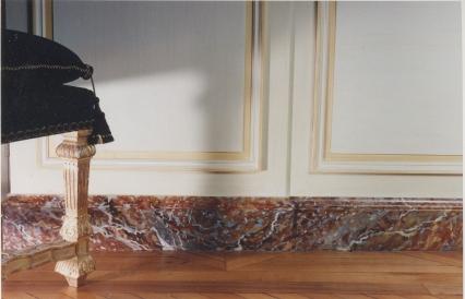 Plinthes en faux marbre par Christophe Martin.